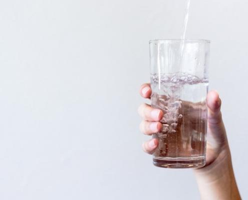 چرا باید آب تصفیه شده بخوریم؟